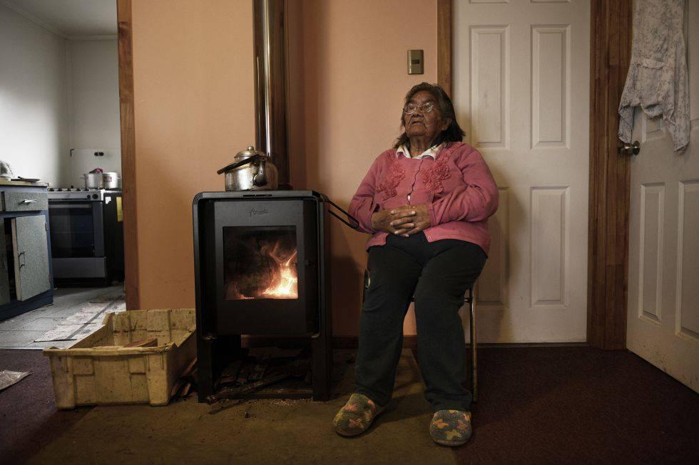 Cristina Calderón (nascida em 24 de maio de 1928) é a última falante nativa da língua yagán, da Terra do Fogo.