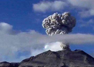 El volcán peruano Sabancaya entra en erupción
