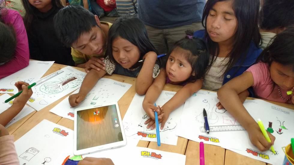 Niños del Gran Chaco asisten a talleres participativos para identificar los problemas de los hogares.