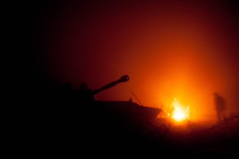 Una de las imágenes que Granier-Deferre capturó durante el seguimiento que hizo durante varios días a la unidad de los hombres de artillería llamado 'La primera brigada eslava' en la región de Debaltsevo, entre la firma del acuerdo de alto el fuego firmado en Minsk el 15 de febrero de 2015, y justo antes de que las fuerzas pro-rusas se apoderan de la ciudad estratégica de Debaltsevo, anteriormente en manos de unos pocos miles de soldados ucranianos.