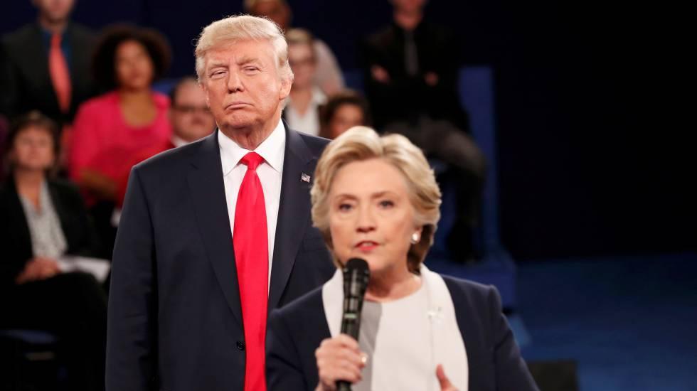Donald Trump y Hillary Clinton durante un debate celebrado el 9 de octubre del pasado año.rn rn