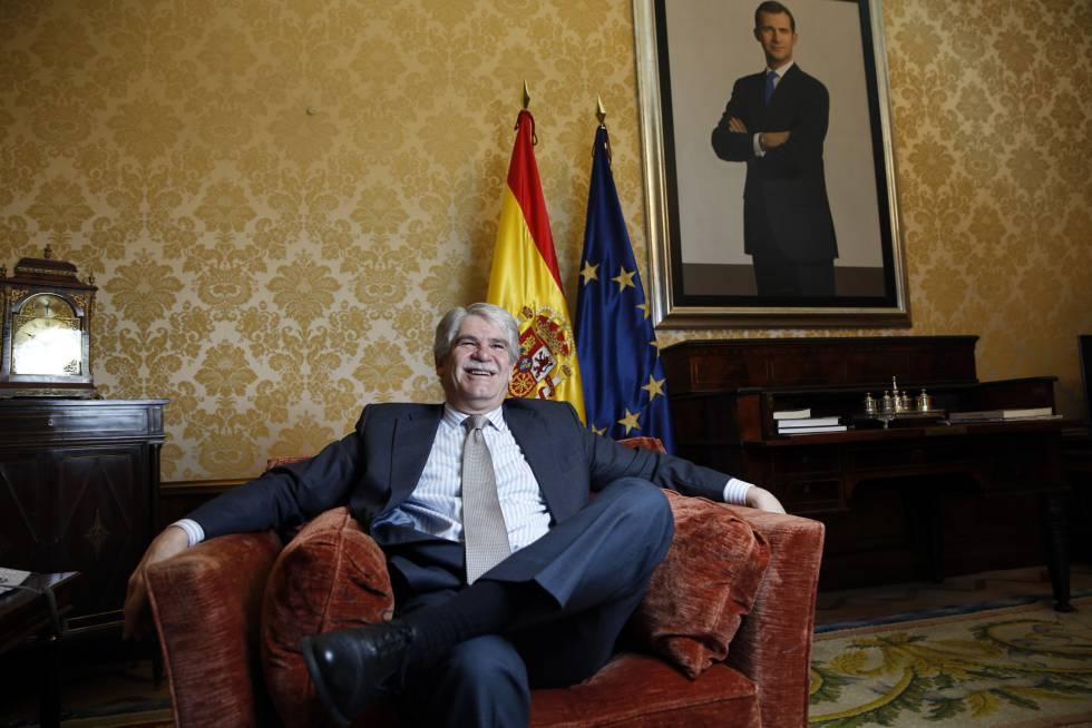 Alfonso Dastis, ministro de Asuntos Exteriores, en su despacho en el Palacio de Santa Cruz.