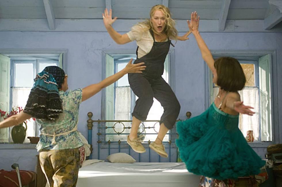 Meryl Streep y sus amigas haciéndonos bailar con las canciones de Abba en '¡Mamma Mia! La película' (2008).
