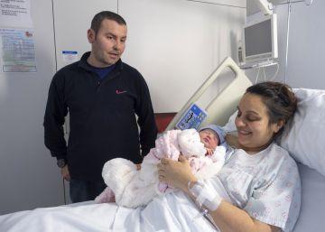 Carlota Álvarez Díaz fue la primera niña gallega nacida en el 2017.