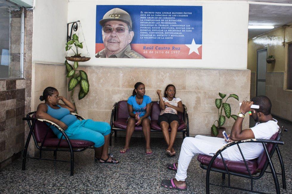 Sala de espera en un centro médico de la calle Simón Bolívar, Habana. La atención primaria es uno de los pilares sobre los que se asienta el sistema sanitario cubano.