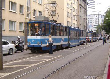 ¿Dejaríamos el coche en casa si el transporte público fuese 'gratuito'?