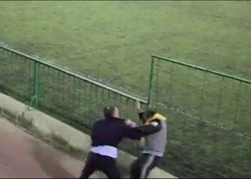 Dos padres se enzarzan a puñetazos durante un partido de sus hijos