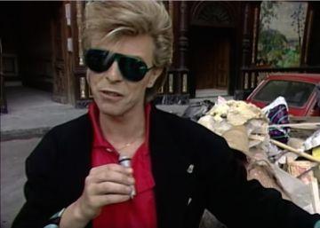 David Bowie tomándose una 'relaxing beer' en la Plaza Mayor de Madrid