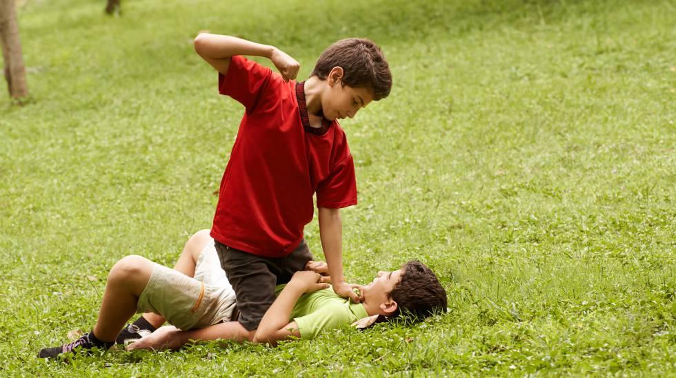 Cómo enseñar a tu hijo a no resignarse cuando le tratan mal