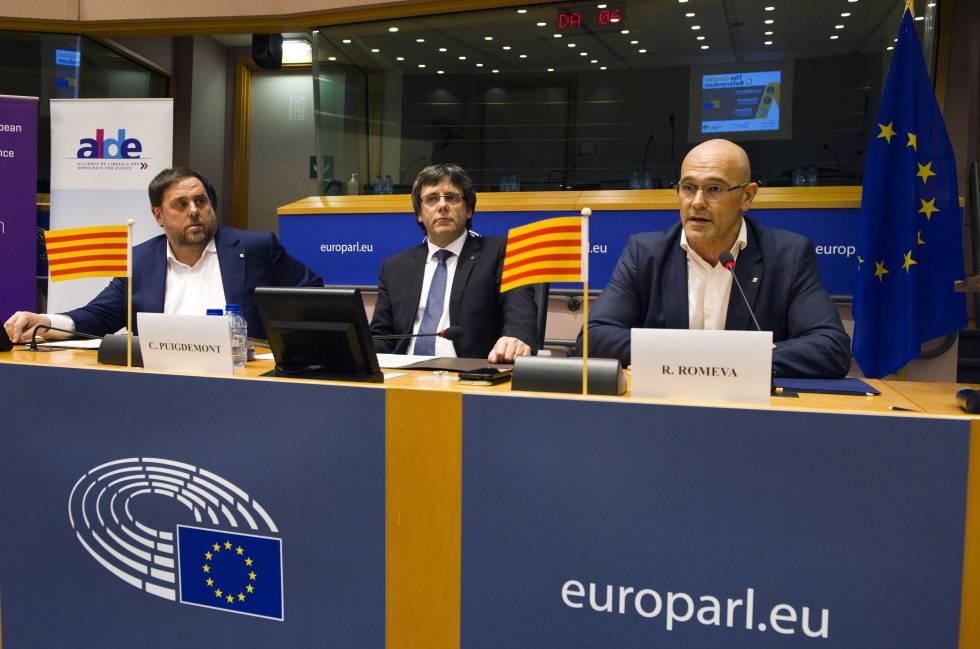 Oriol Junqueras, Carles Puigdemont y Raül Romeva, en el acto celebrado en Bruselas.