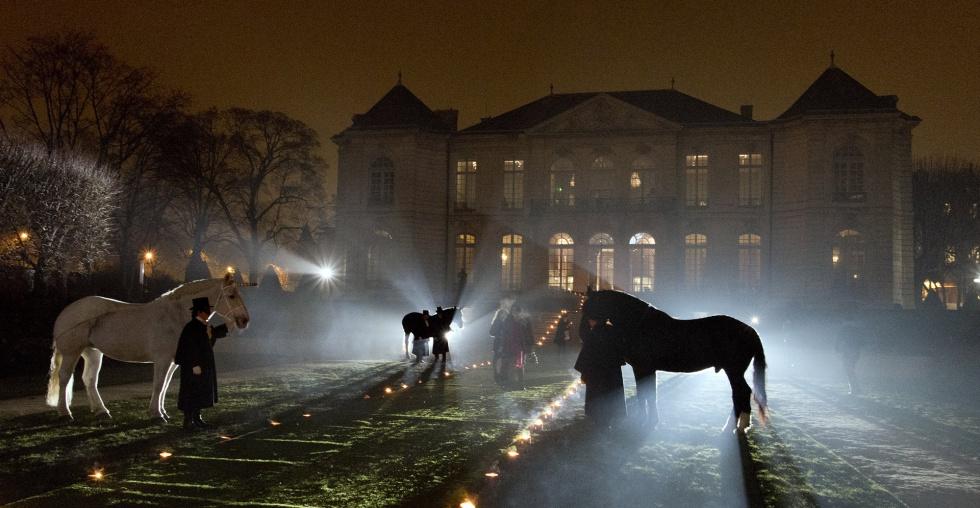 Entrada al 'Grand Bal' de Christian Dior, en el museo Rodin de París.