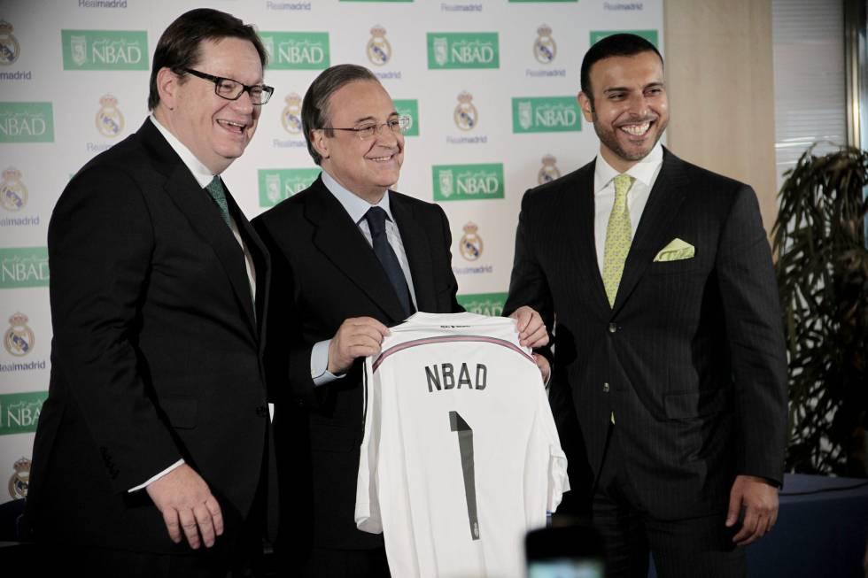 Alex Thursby CEO del NBAD; Florentino Pérez, presidente del Real Madrid y Abdulla Al Otaiba, director ejecutivo de Banaca Consumo del NBAD, durante la firma de acuerdo entre el Real Madrid y el Banco Nacional de Abu Dhabi (NBAD)rn rn