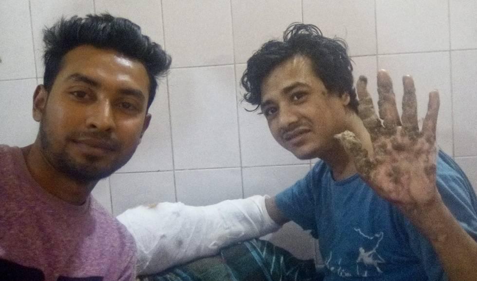 Captura de pantalla de una videoconferencia con Abul Bajandar, en la que saluda con la mano que ya tiene liberada.