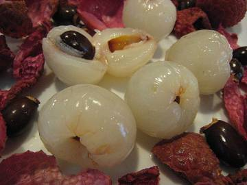 A polpa branca que é comida após a fruta ser descascada.