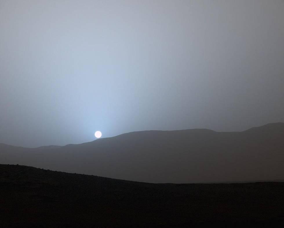 Imagen de una puesta de Sol en el cráter Gale tomada por 'Curiosity'