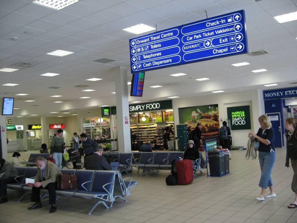 Uma das salas de espera no aeroporto de Luton