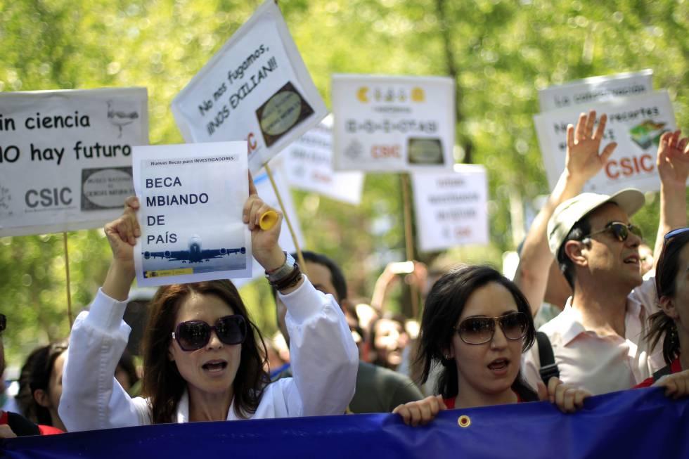 Científicas en una manifestación contra los recortes en ciencia, en 2013.