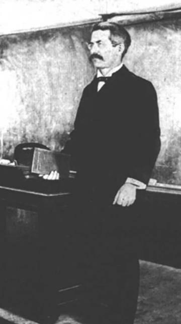 El matemático Clarence Abiathar Waldo.