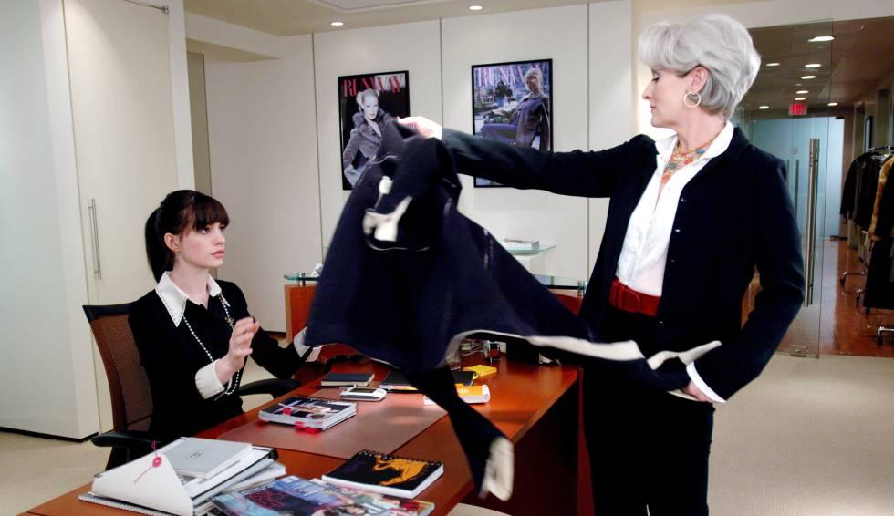 Anne Hathaway y Meryl Streep, en un fotograma de 'El diablo viste de Prada'.