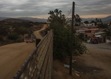 Trump's team looks into viability of his wall with Mexico