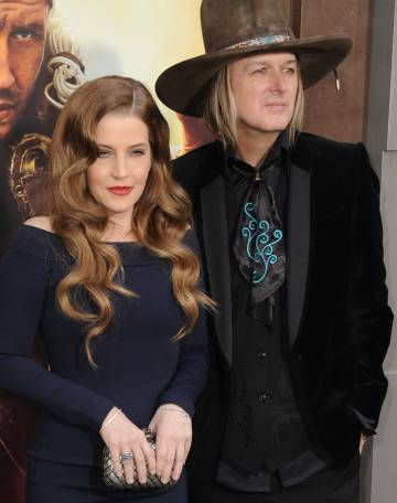 Lisa Marie Presley y Michael Lockwood, en Los Ángeles en el estreno de 'Mad Max', en 2015.
