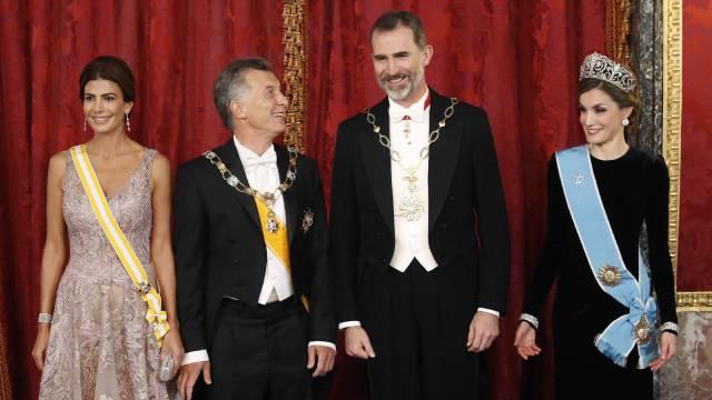 Felipe VI y Letizia, Mauricio Macri y su mujer, Juliana Awada.