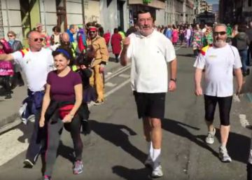 Spanish PM Mariano Rajoy's Carnival double is a hit on Twitter