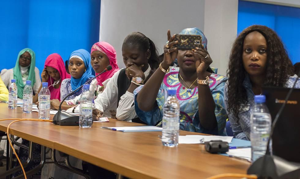 Un grupo de mujeres asistentes al taller Ciencia e Igualdad de Género en Dakar, Senegal.