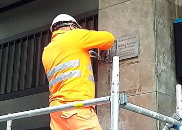 Barcelona takes down Franco-era building plaques