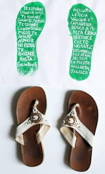 Los zapatos de Erika Cueto en una exposición.