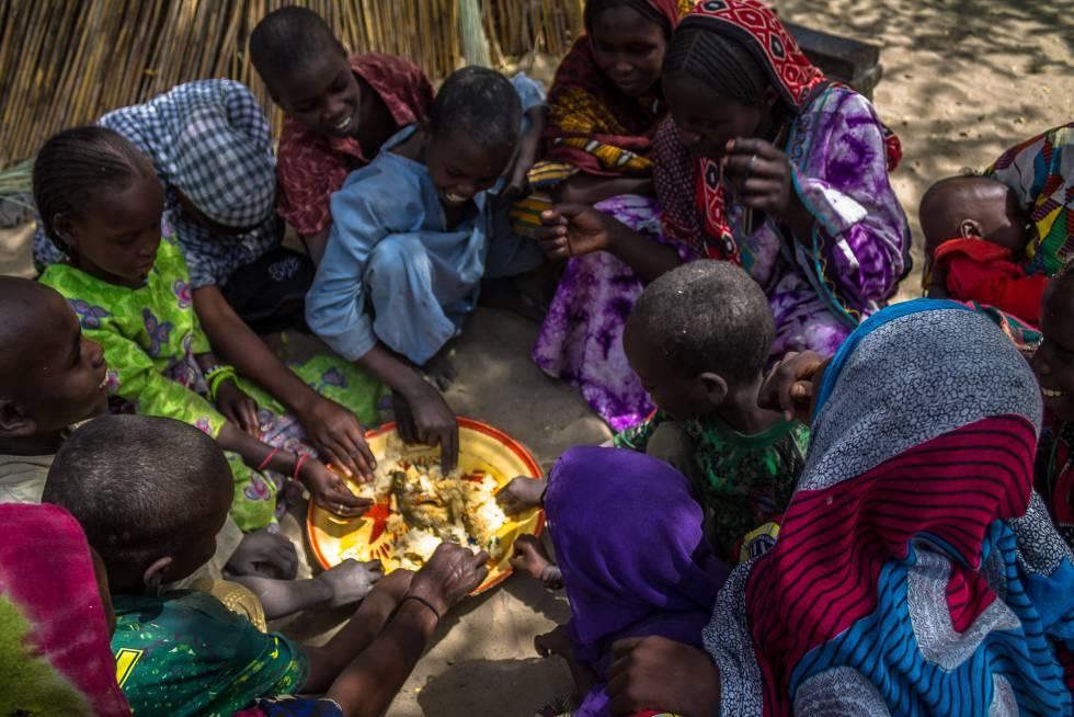 Falmata Kourtu Mohamad prepara la comida cada día para una decena de personas.