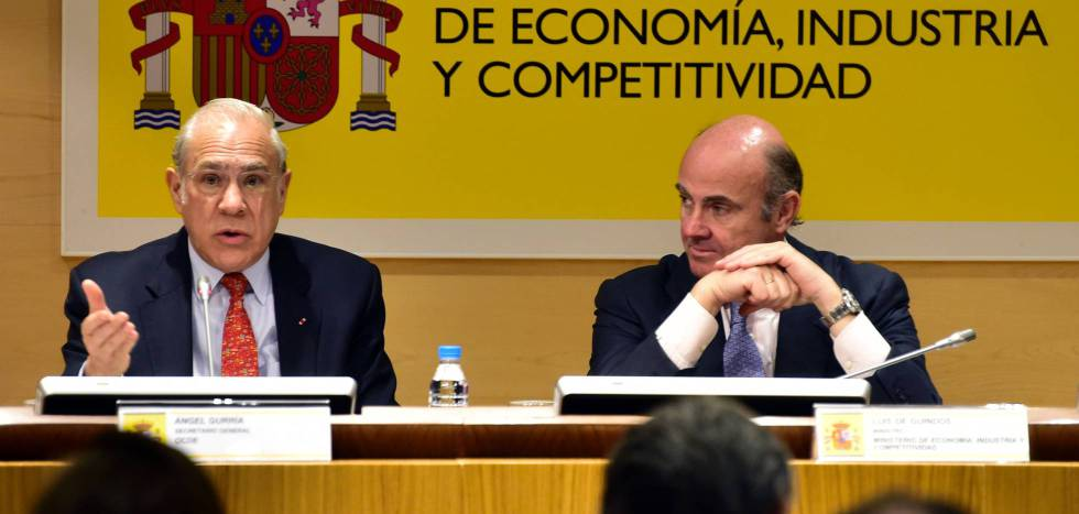 OECD Secretary-General Ángel Gurría (left) and Spain's Economy Minister Luis de Guindos.