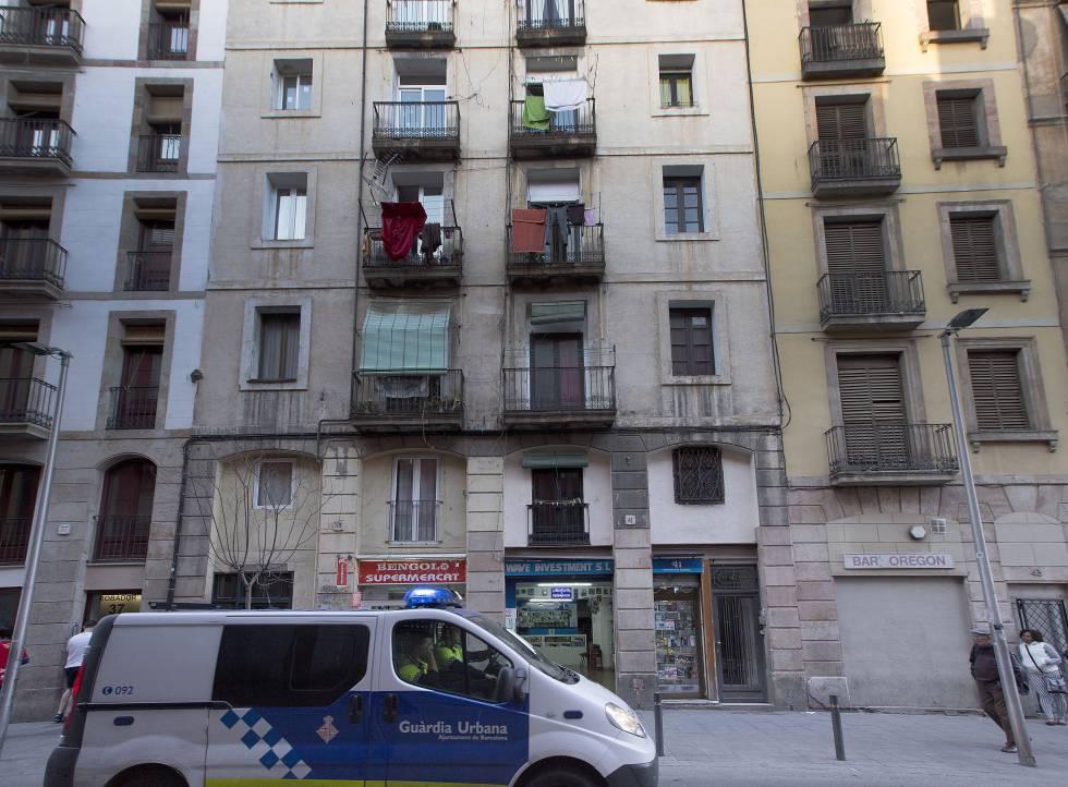 Un edificio utilizado como 'meublé' en el centro de Barcelona.