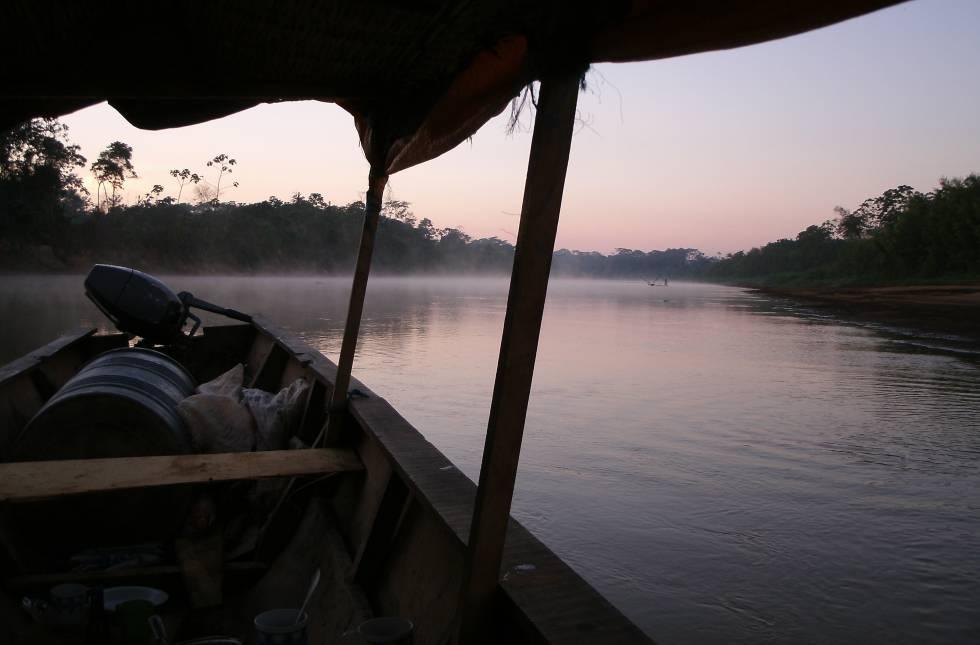 La motorización de las canoas está alterando el estilo de vida de los tsimane.