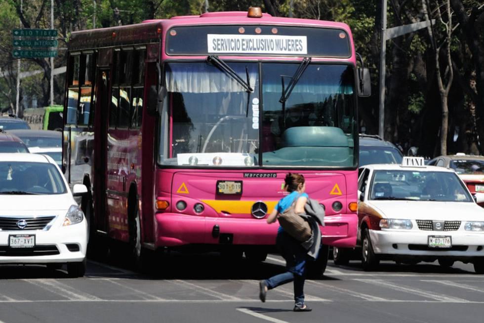 Autobús exclusivo para mujeres en Ciudad de México.