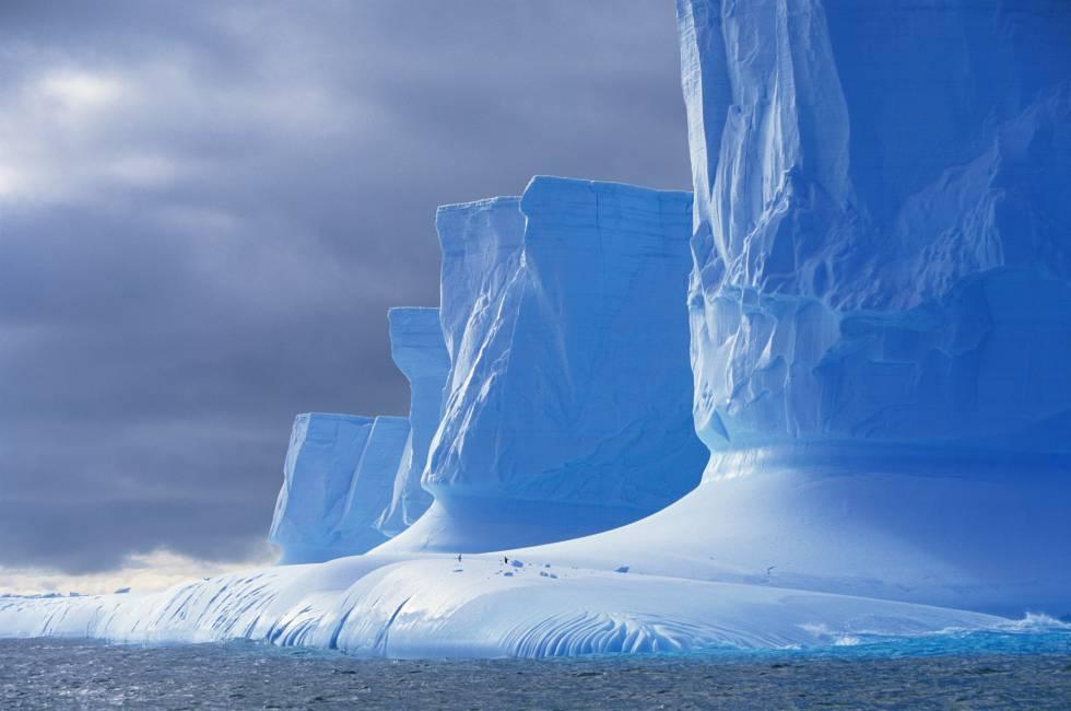 Acantilados de hielo en la península Palmer, en la Antártida.