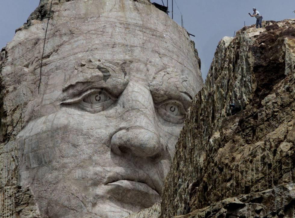 Escultura del rostro del jefe Lakota Caballo Loco en las Colinas Negras de Dakota del Sur.