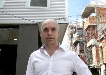 Buenos Aires mayor opens office in city's most notorious slum