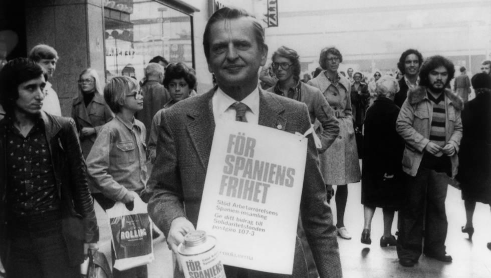 En octubre de 1975, Olof Palme participó en una colecta para España por las calles de Estocolmo.