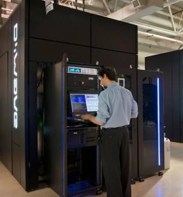 Un ingeniero trabaja con un ordenador cuántico D-Wave 2000Q.