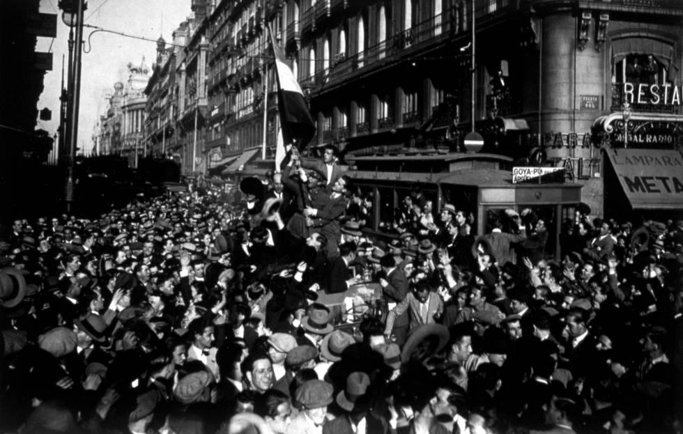 Proclamación de la Segunda República en la Puerta del Sol de Madrid el 14 de abril de 1931.