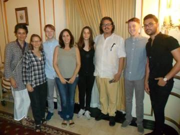 Jodie Foster y Mariela Castro (segunda y cuarta por la izquierda) en La Habana con sus familias.