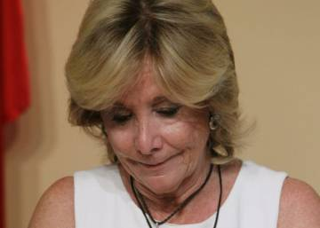 Madrid's iron lady Esperanza Aguirre resigns as regional chief