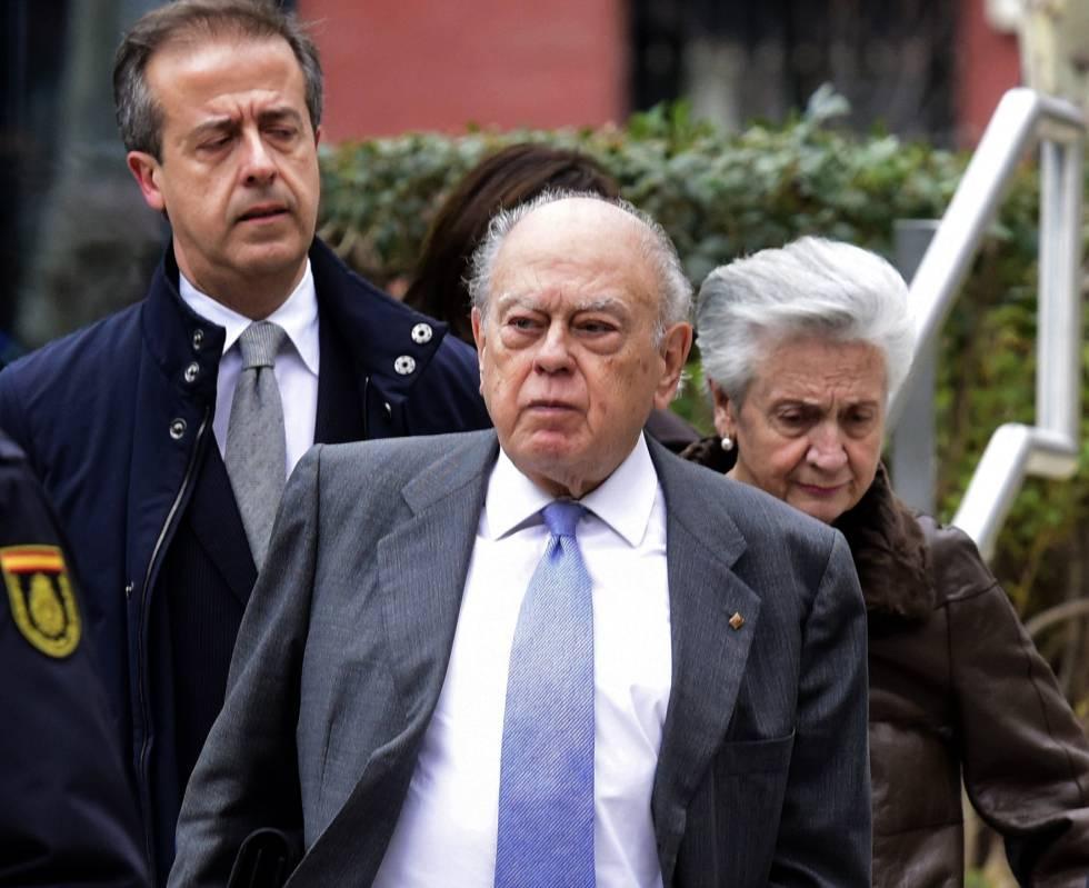 El expresidente Jordi Pujol y su espsa Marta Ferrusola a la salida de la Audiencia Nacional en 2016