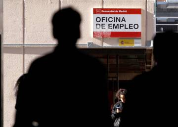 Unemployment falls by 48,559 in March thanks to record job creation