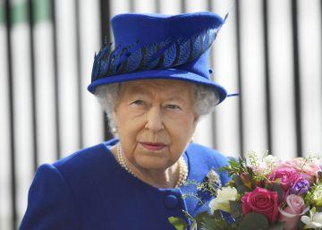 La reina Isabel II convoca de urgencia a todo el personal al palacio de Buckingham