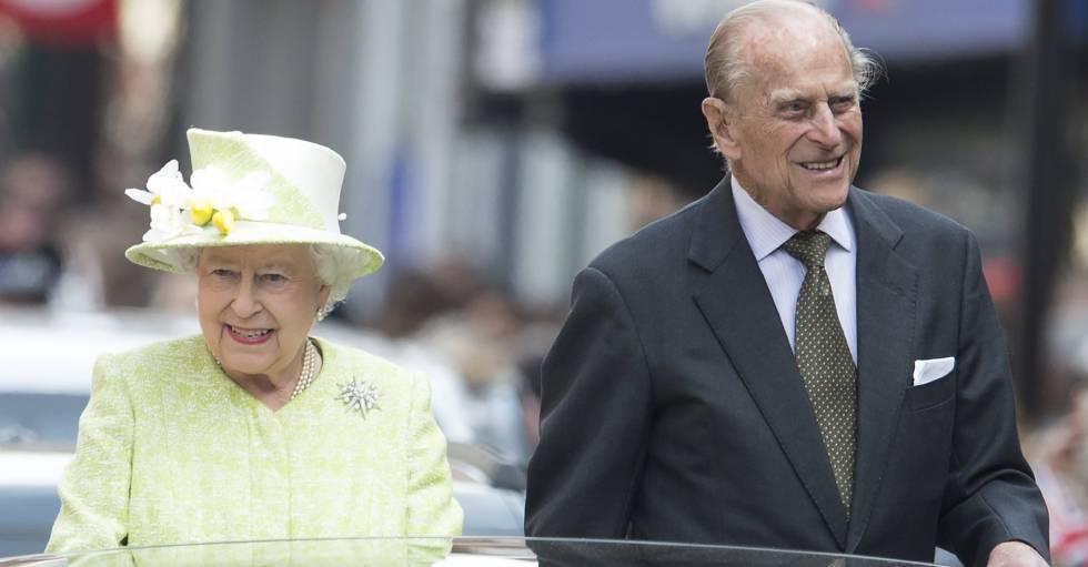 Isabel II y Felipe de Edimburgo por las calles de Londres.