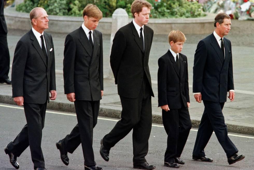 El duque de Edimburgo en el cortejo fúnebre de Diana de Gales.