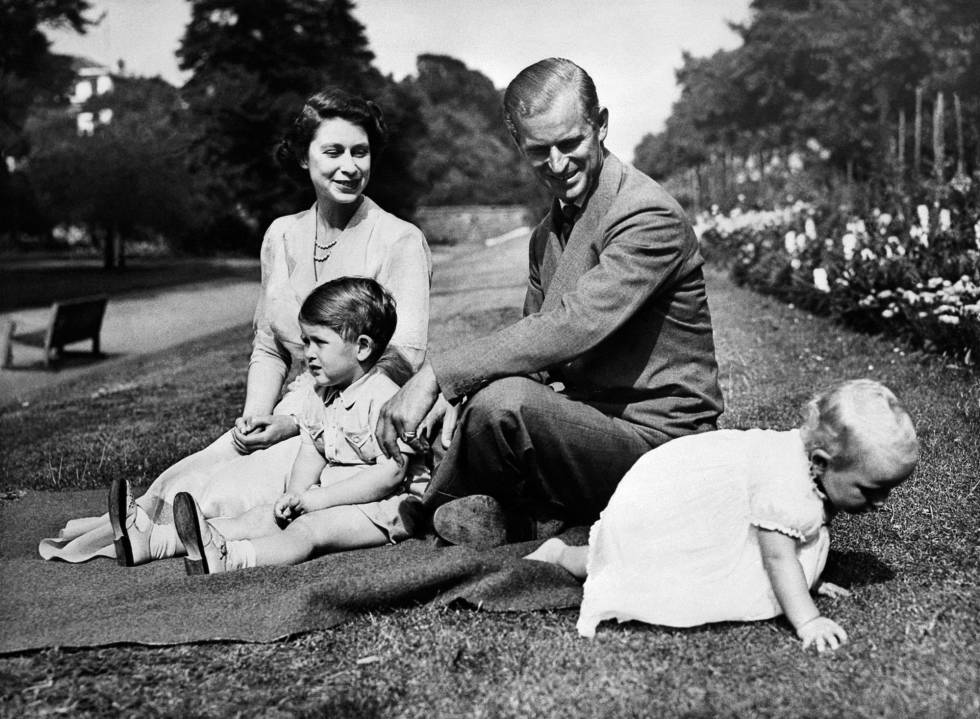 Isabel y Felipe, con sus dos hijos mayores.