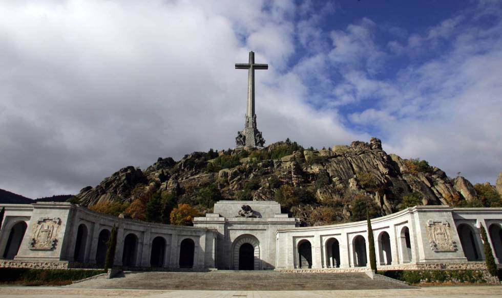 Vista del Valle de los Caídos situado en San Lorenzo de El Escorial (Madrid).rn